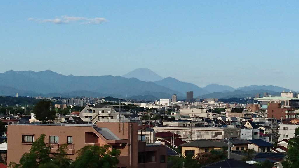2016年8月17日朝7時 東京都府中市から拝する富士山